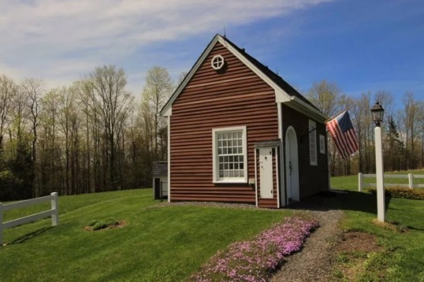 tiny-house-in-vermont-on-10-acres-008