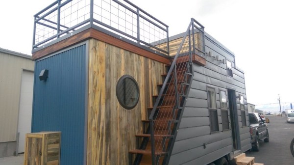 Tiny House on Wheels with Rooftop Access 001