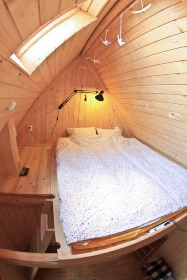 Tiny Log Cabin in Poland 007