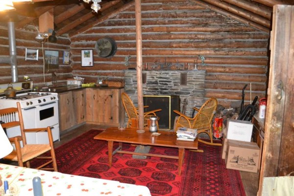 tiny-log-cabin-on-17-acres-in-vermont-004