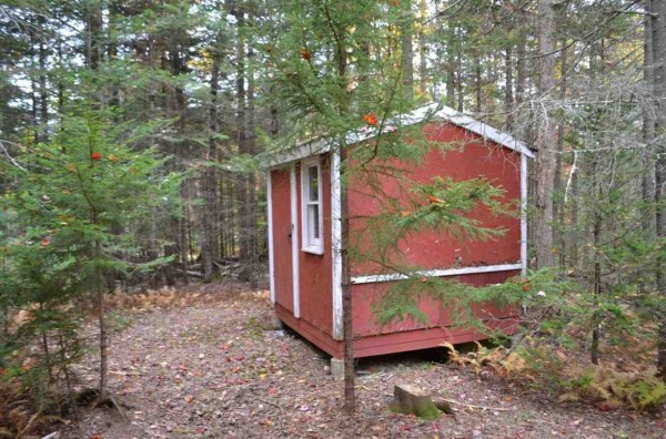 tiny-log-cabin-on-17-acres-in-vermont-007