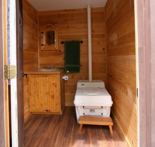 Tiny Newport Cabin 009