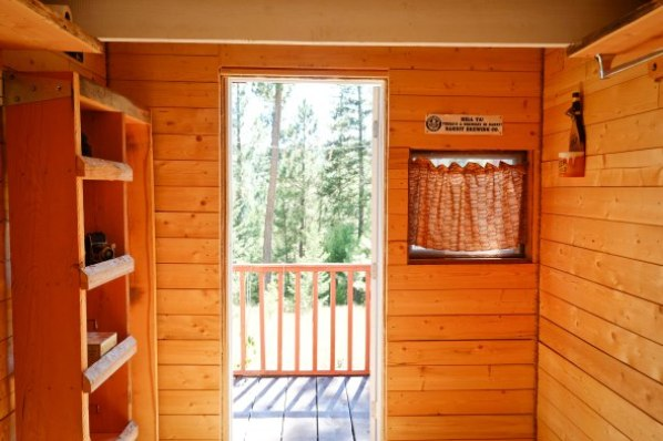 tiny-off-grid-mountain-cabin-012