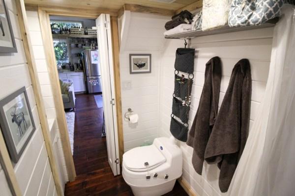 Tiny Urban Cabin 0014