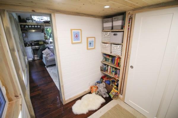 Tiny Urban Cabin 0020