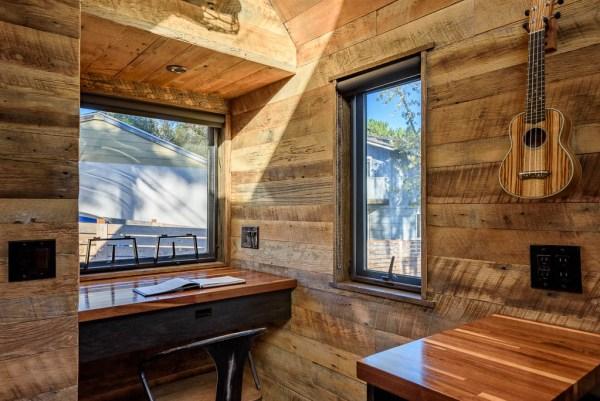tipsy-the-tiny-house-seattle-vacation-spot-009