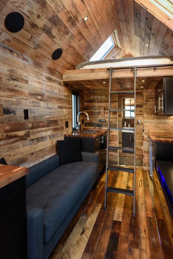 tipsy-the-tiny-house-seattle-vacation-spot-013