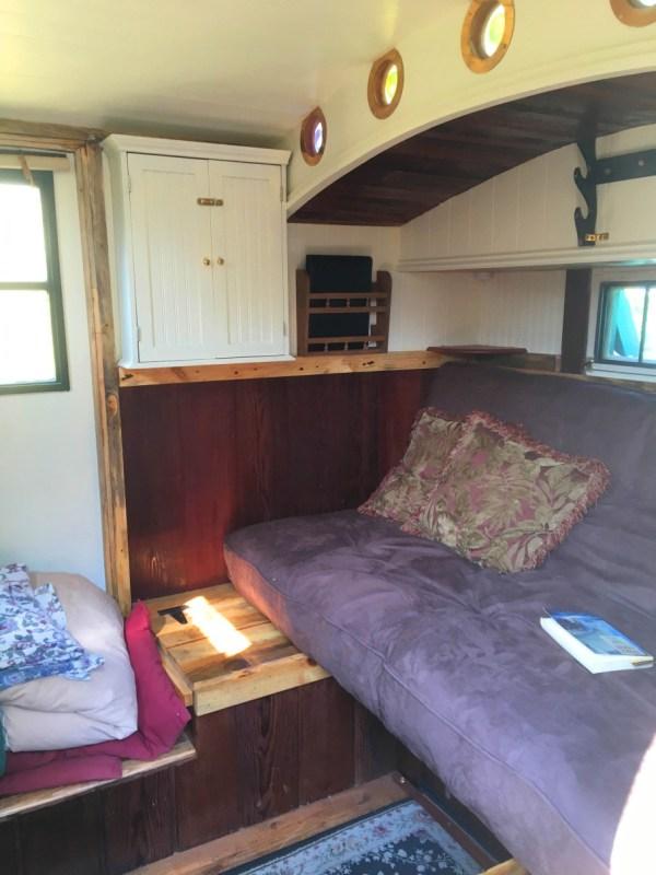 tonys-amazing-old-fashioned-trailer-coach-tiny-house-001