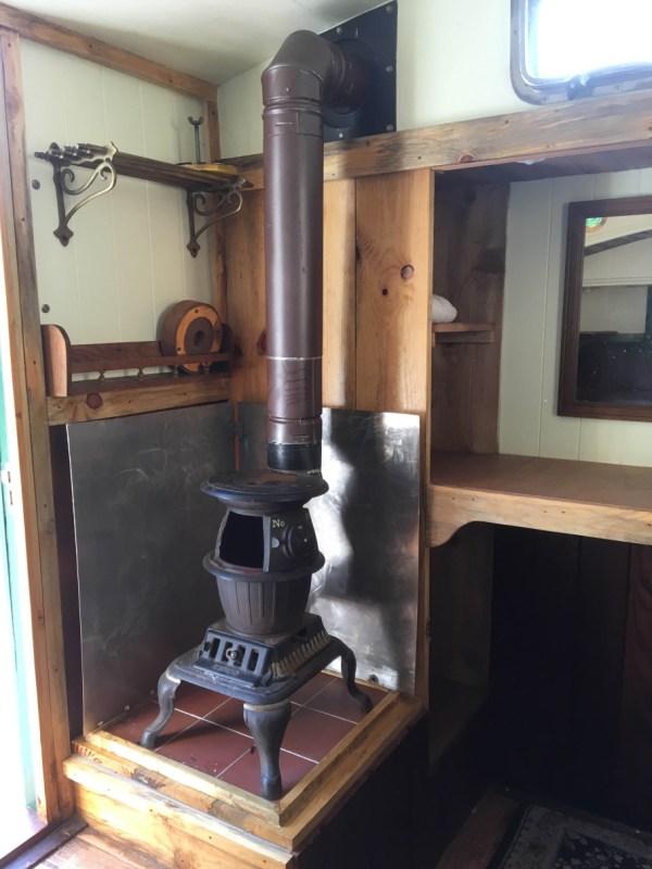 tonys-amazing-old-fashioned-trailer-coach-tiny-house-006