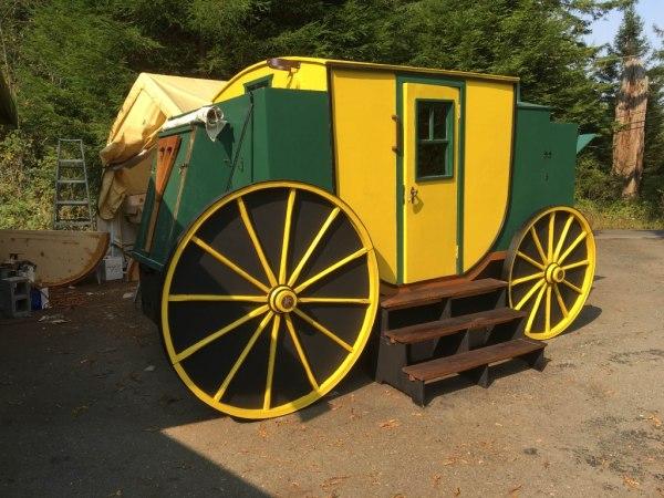 tonys-amazing-old-fashioned-trailer-coach-tiny-house-012