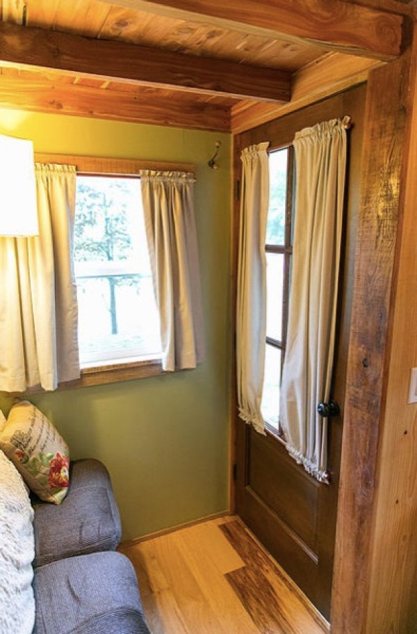 Travis-Brittany-Tiny-204-Sq-Ft-Home-005