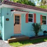 Vintage Tiny Cottage in Folly Beach 001