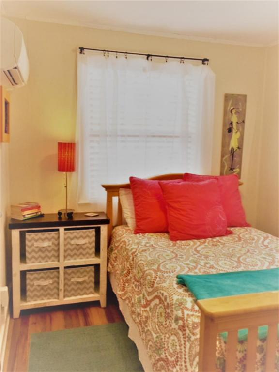 Vintage Tiny Cottage in Folly Beach 006