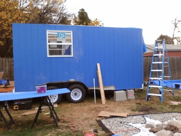 Woman-Builds-Her-Own-Tiny-House-Wheels-005