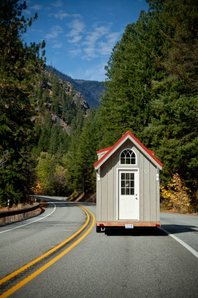 almost-glamping-tiny-house-012