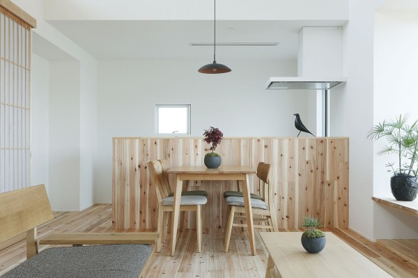 alts design office 768 sf japanese family small house 0010 600x399   Minimalist 778 Sq. Ft. Japanese Family Small House
