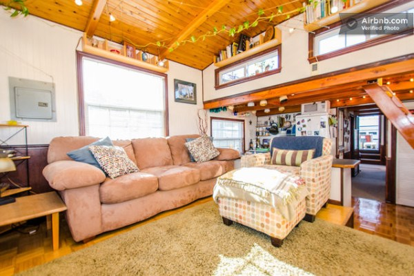 barge-tiny-house-airbnb-vacation-rental-03