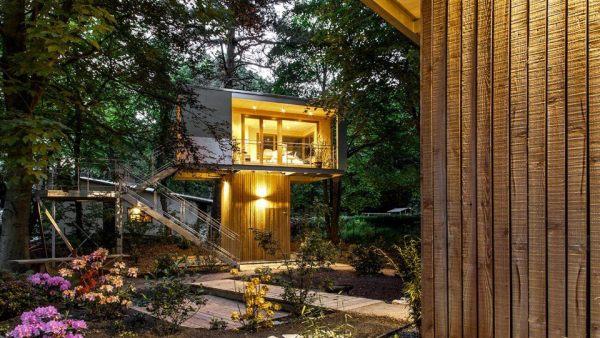 301 sq ft modern treehouse cabin. Black Bedroom Furniture Sets. Home Design Ideas