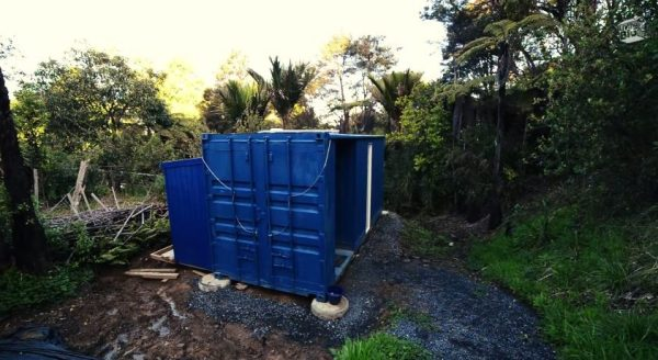 brenda-kellys-off-grid-shipping-container-tiny-house-006