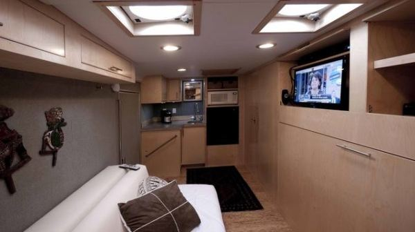 cargo-trailer-turned-to-transforming-stealth-tiny-house-003