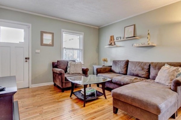 columbus-ohio-cottage-for-sale-with-garage-and-finished-basement-005