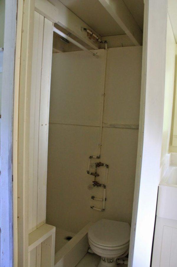 conrads-blue-door-tiny-house-00012