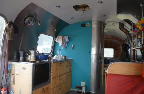couple-tiny-living-in-an-airstream-tiny-home-0002