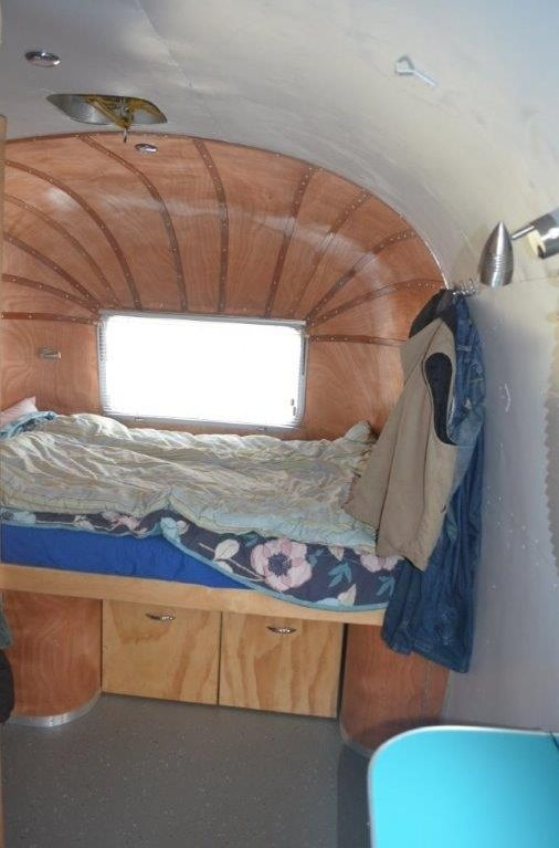 couple-tiny-living-in-an-airstream-tiny-home-0004