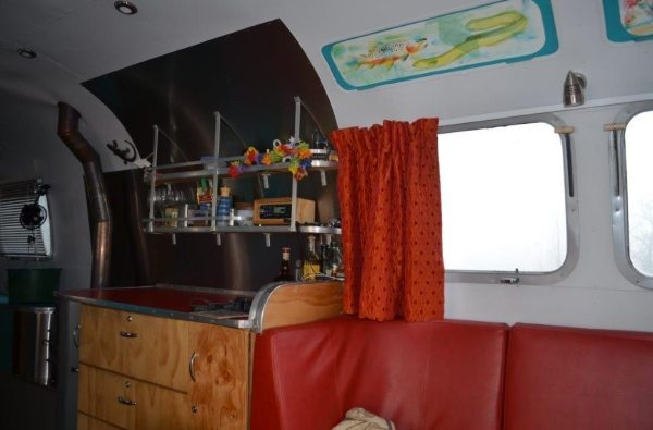 couple-tiny-living-in-an-airstream-tiny-home-0007
