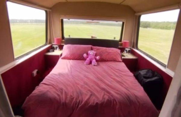 couples-debt-free-double-decker-bus-home-003