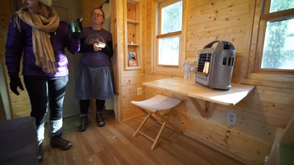 couples-off-grid-tiny-house-near-asheville-nc-008