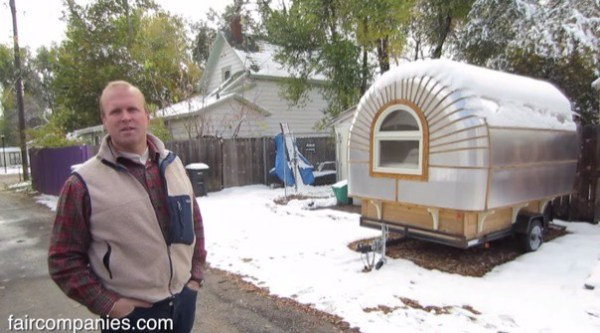 couples-portable-tiny-house-and-micro-office-002