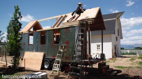 couples-portable-tiny-house-and-micro-office-003