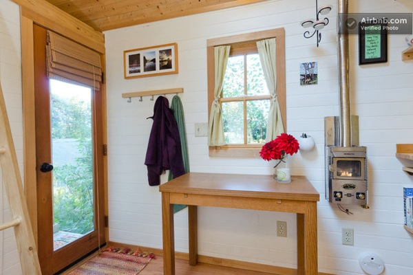 Cozy Tiny House for Rent (6)