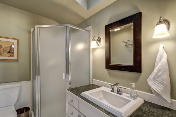 craftsman-style-portage-bay-float-house-2nd-bathroom-via-smallhousebliss