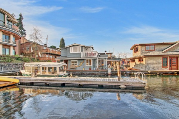 craftsman-style-portage-bay-float-house-exterior1-via-smallhousebliss