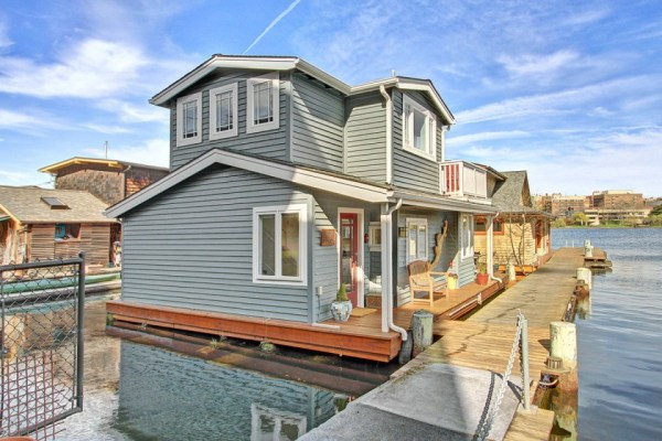 craftsman-style-portage-bay-float-house-exterior2-via-smallhousebliss