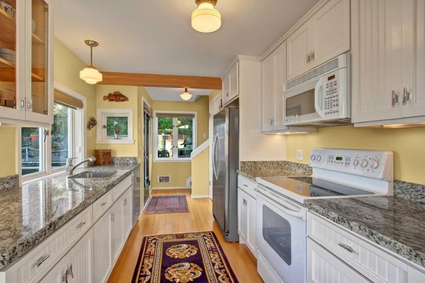 craftsman-style-portage-bay-float-house-kitchen2-via-smallhousebliss