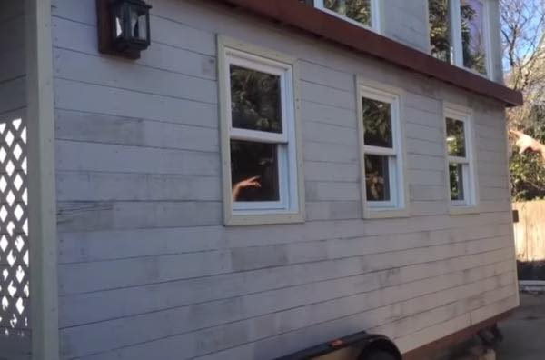 creative-tiny-house-on-wheels-with-two-sleeping-lofts-001