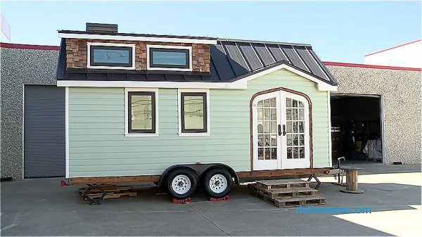 dallas couple builds tiny house 001