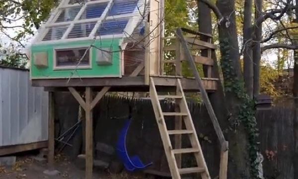 deeks-treehouse-micro-cabin-office
