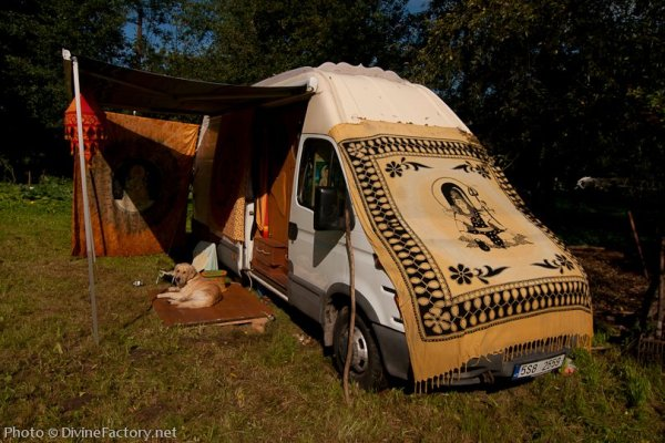 dipa-vasudeva-das-work-van-to-tiny-cabin-conversion-diy-motorhome-0020