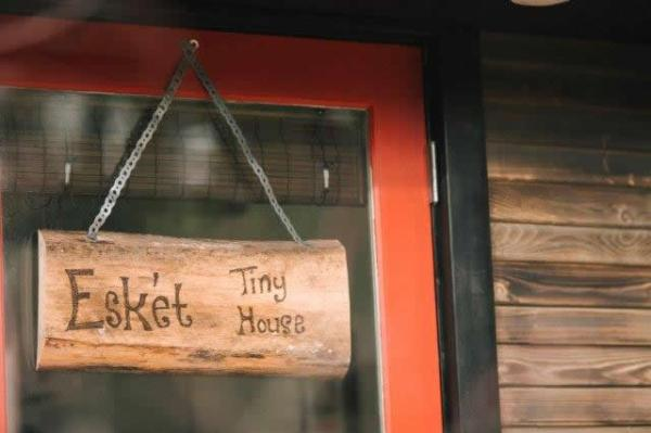 esk-et-tiny-house-bed-and-breakfast-002
