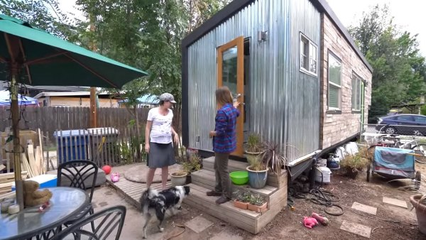 family-of-5-living-in-tiny-house-on-wheels-014