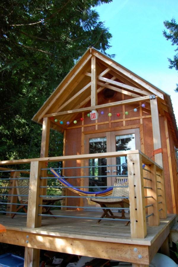 familys-7k-tiny-cabin-02