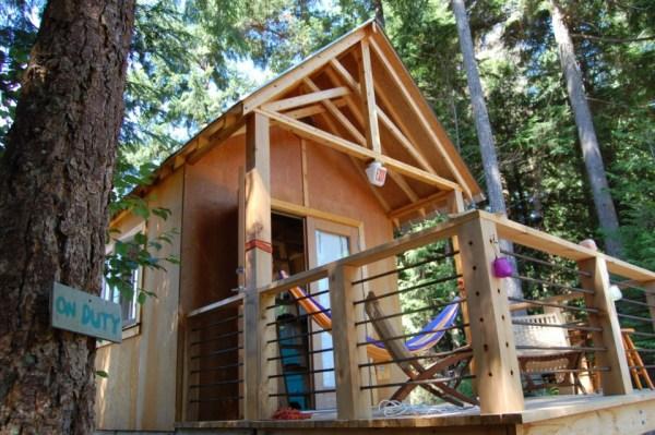 familys-7k-tiny-cabin-03