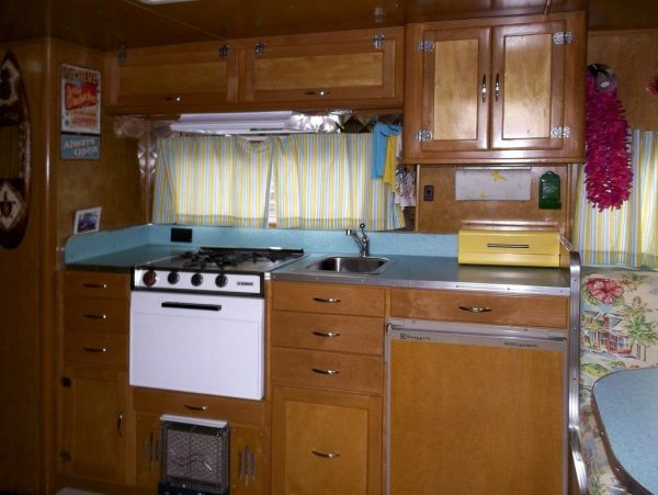 garys-travel-trailer-to-diy-tiny-house-rehab-006