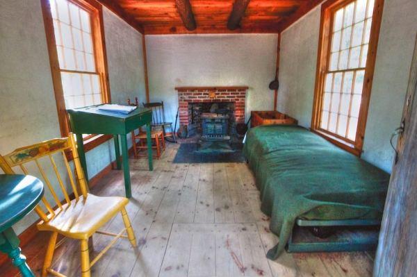 henry-david-thoreau-tiny-cabin-interior