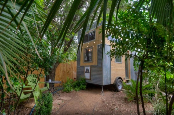 hip-tiny-house-vacation-in-austin-texas-0002