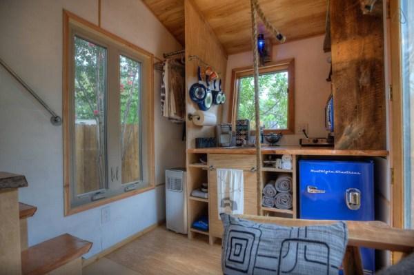 hip-tiny-house-vacation-in-austin-texas-0006